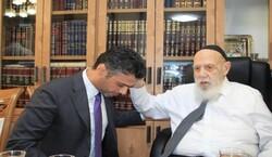 سفير الإمارات لدى اسرائيل يتلقى بركة الكهنة من الحاخام الأكبر للتوراة