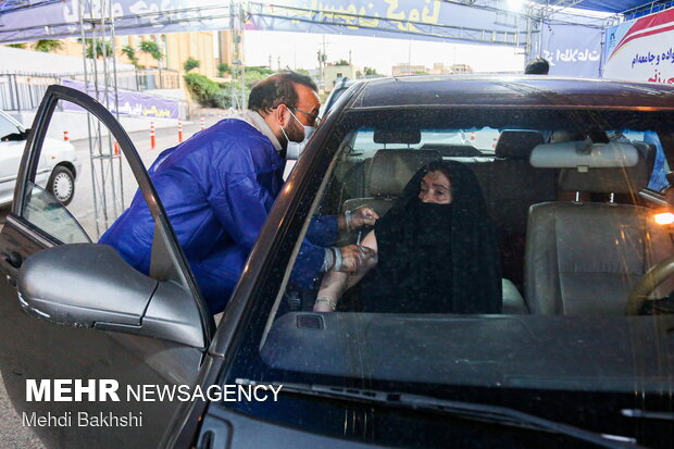 Drive-in COVID-19 vaccination base launched in Qom prov.