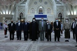 ظریف و مدیران وزارتخارجه با آرمانهای امام(ره) تجدید میثاق کردند