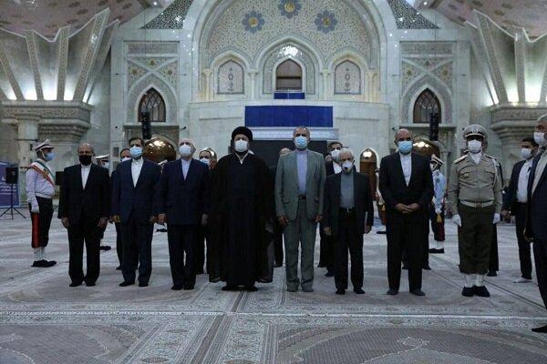 ظريف ومسؤولو وزارة الخارجية يجددون العهد مع مبادئ الامام الخميني (رض)