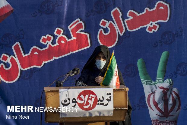 تنور داغ تبلیغات در گرمای ۵۰درجهای کرمان/برگزاری تریبونهای آزاد