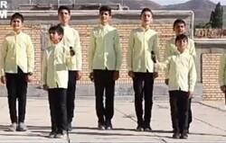 اجرای گروه سرود رهپویان ولایت در روستاهای زلزلهزده گرمه