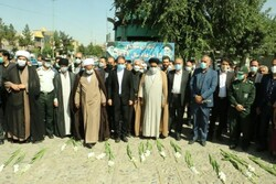 محل شهادت شهدای ۱۵ خرداد گلباران شد
