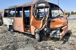 تصادف باعث آتش گرفتن دو خودرو شد/سوختگی ۲ سرنشین