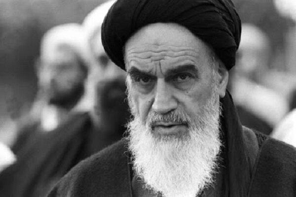 الامام الخميني آية الله في انتصار الثورة الايرانية بالعصا الايمانيةوهزيمة القوى الاستكبارية