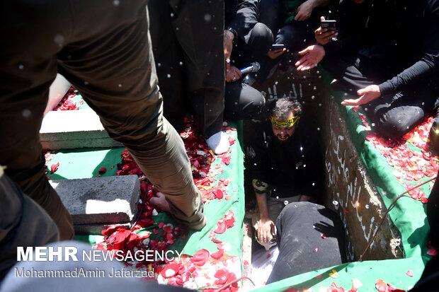 مراسم تشییع و خاکسپاری دو شهید گمنام دفاع مقدس در بوستان اندیشه
