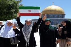 العلم الايراني وسط ساحات المسجد الاقصى ومن قلب قبة الصخرة