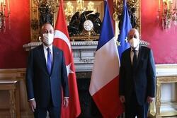 وزرای خارجه ترکیه و فرانسه درباره سوریه و لیبی گفتگو کردند