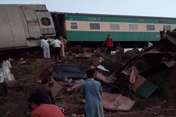 مصرع أكثر من 40 شخصا باصطدام قطارين في باكستان