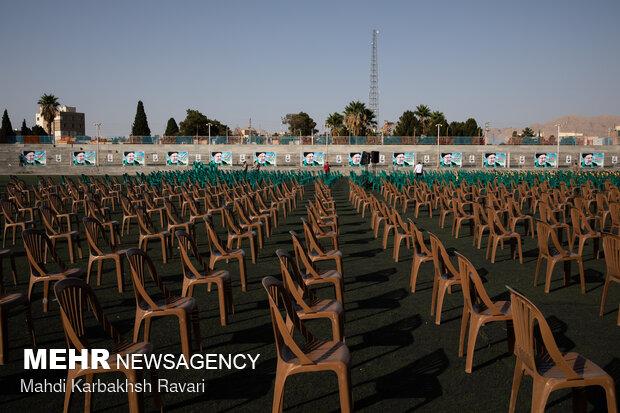 آماده سازی محل سخنرانی سعید محمد در همایش حامیان آیت الله رئیسی در کرمان