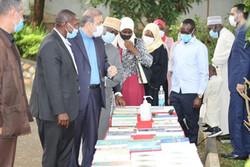 اوگانداییها از نمایشگاه کتاب آثار امام و رهبری استقبال کردند