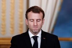 مواطن فرنسي يُحيي ماكرون بصفعة على خدّه