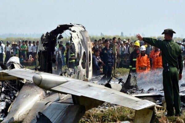 Myanmar'da askeri uçak düştü: Ölü ve yaralılar var