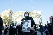 Cumhurbaşkanlığı adayı Ayetullah Reisi'nin destekçileri Tahran'da toplandı