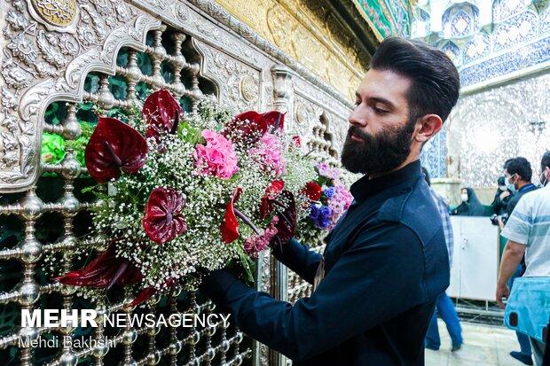 گل آرایی ضریح حضرت معصومه(س) در آستانه میلاد بانوی کرامت