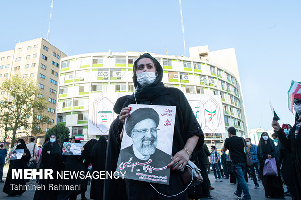 Election campaigns: Raeisi supporters in Tehran