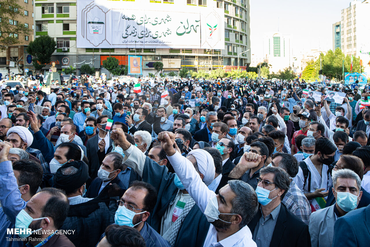 تجمع حامیان سید ابراهیم رئیسی در میدان ولیعصر(عج)