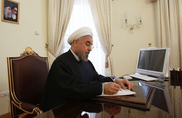 روحاني يهنئ بوتين باليوم الوطني الروسي ويدعو لتعزيز العلاقات الثنائية