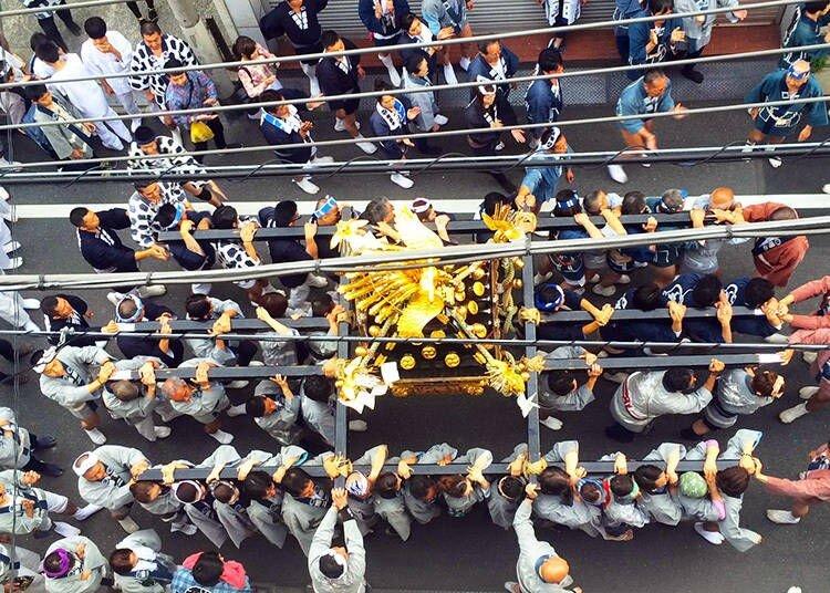 سانجا ماتسوری؛ آیینی که با حضور پرتعداد یاکوزاها شناخته میشود
