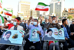 Tahran'a Ayetullah Reisi taraftarları toplandı