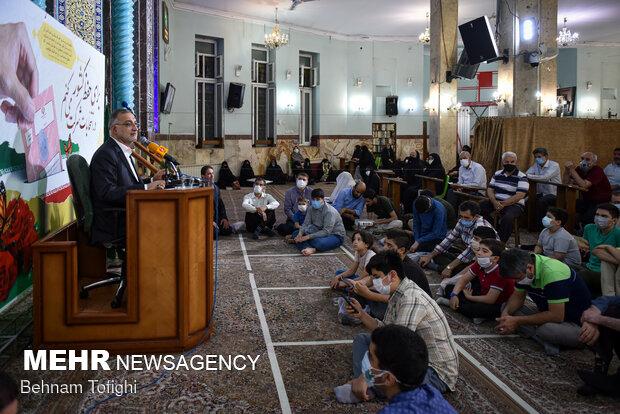 حضور علیرضا زاکانی در مسجد جامع نارمک