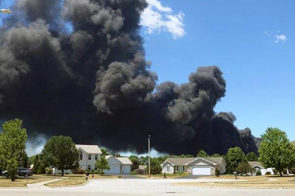 آتش سوزی گسترده در یک کارخانه تولیدمواد شیمیایی در شیکاگوی آمریکا