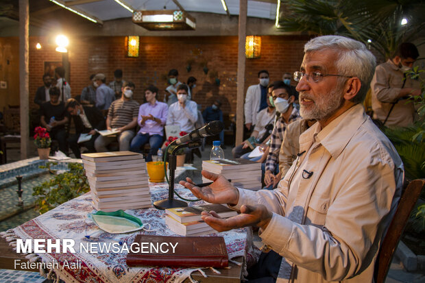 Presidential candidate 'Jalili' holds meeting with teenagers