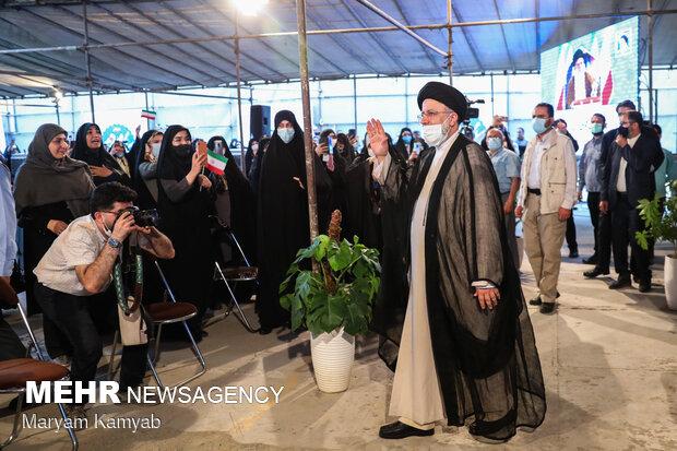 دیدار سید ابراهیم رئیسی با دختران و بانوان