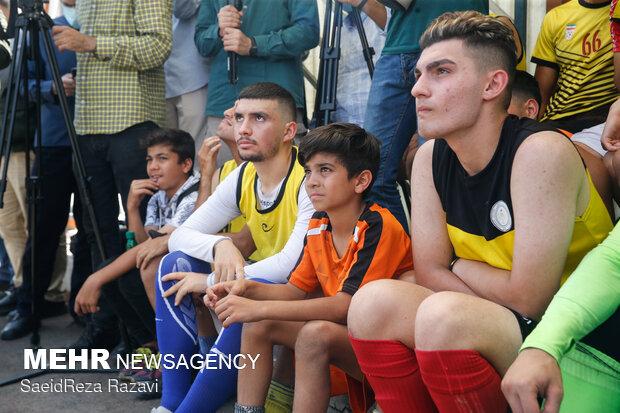 گفتگو سعید جلیلی با نوجوانان ورزشکار در محله نازی آباد