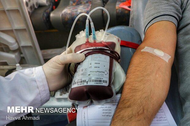 خون اهدا شده پس از انجام آزمایشهای غربالگری و تأیید سلامتی به منظور تهیه فراوردههای خونی مورد استفاده قرار میگیرد، یا از طریق بانک خون مراکز درمانی به افراد دیگر تزریق میشود.