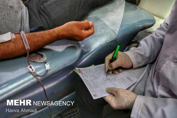در ایران ۹۰ درصد اهداکنندگان خون گروه خونی مثبت داشته و تنها ۱۰ درصد اهدا کنندگان خون دارای گروه خونی منفی هستند.