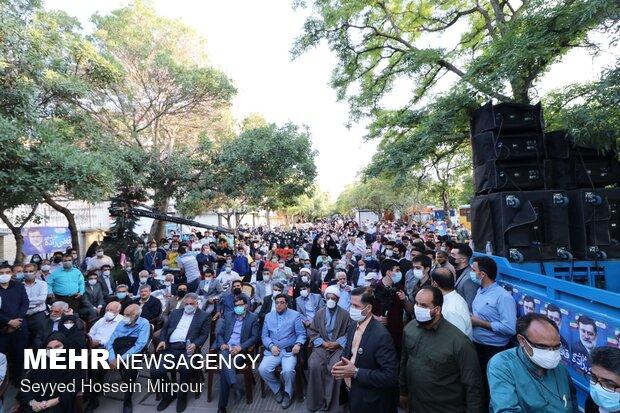 تجمع هواداران سید امیر حسین قاضی زاده در مشهد