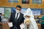 حضور عروس و داماد کرجی در پای صندوق رأی
