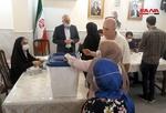الإيرانيون في سورية يدلون بأصواتهم داخل السفارة الإيرانية بدمشق