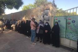 تشکیل صفهای رای در شعب اخذ رای
