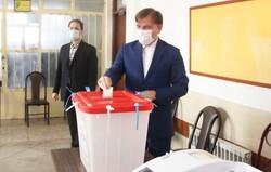 استاندار گیلان رأی خود را به صندوق انداخت/ بصیرت پیام حضور پرشور مردم