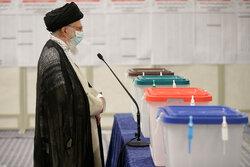 VIDEO: Islamic Revolution Leader casts his vote in ballot box