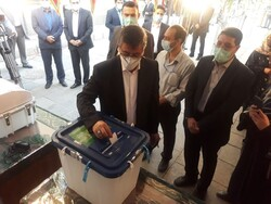 حضور استاندار همدان در پای صندوق رای