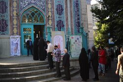 Tehraners cast votes at Jamaran, Ershad Hussainiyas