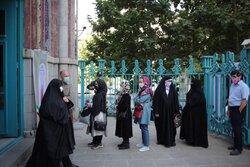 صف مقابل حسینیه ارشاد در ساعات ابتدایی رای گیری