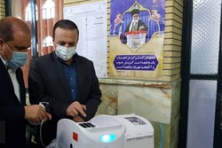 استاندار ایلام رای خود را به صندوق انداخت