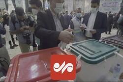 ضدعفونی کردن صندوقهای رای در حسینیه ارشاد
