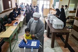 Iranians cast vote in Presidential Election (3)
