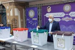 رییس بنیاد شهید و امور ایثارگران آرای خود را به صندوق انداخت