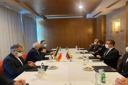 Zarif meets with Venezuelan counterpart for bilateral talk