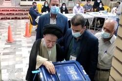 نماینده خوزستان در مجلس خبرگان رای خود را به صندوق انداخت