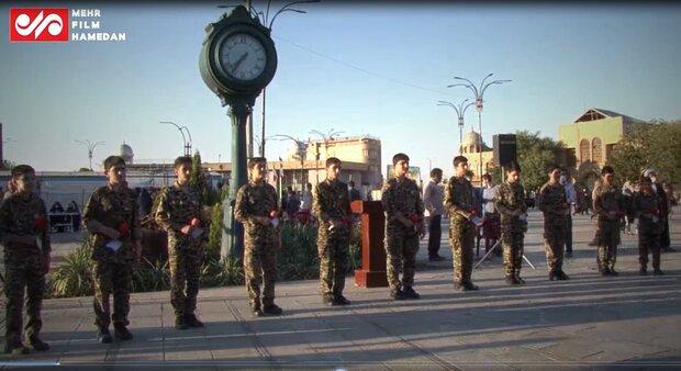 اجرای زیبای سرود ما خسته نمی شویم در میدان امام خمینی (ره) همدان