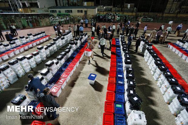 توزیع صندوق های رای در همدان