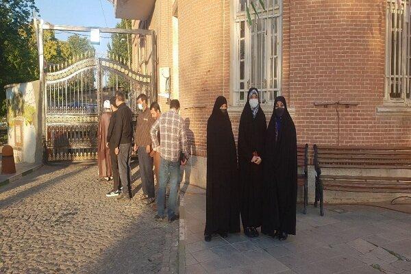 حضورحماسی مردم ۱۷ شهرستان آذربایجان غربی پای صندوق های رای