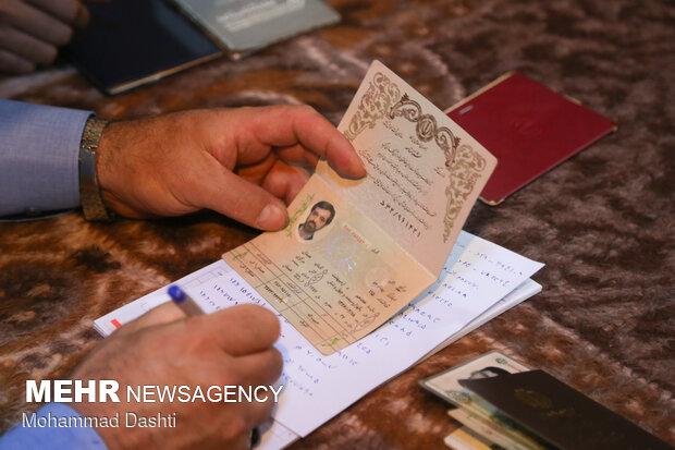 شناسنامه و شماره کارت ملی برای حضور در پای صندوق رای کفایت میکند
